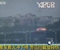 Autocar care rulează în flăcări, pe o autostradă din China (VIDEO)