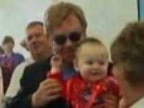 Cererea lui Elton John de a adopta un copil din Ucraina, respinsă din cauza vârstei şi a stării civile