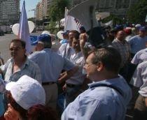 Guvernul îşi asumă răspunderea, sindicaliştii protestează: Peste 6.000 de oameni, aşteptaţi la Parlament