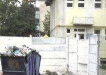 Tomberoane de gunoi, în curtea unei grădiniţe din Galaţi (VIDEO)