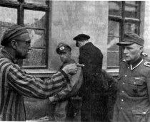 Fost gardian nazist de origine română, acuzat de genocid şi crime împotriva umanităţii