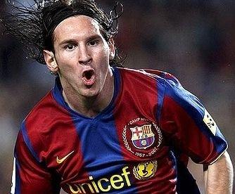 Messi semnează prelungirea cu Barcelona până în 2016, cu o clauză de reziliere de 250 de milioane