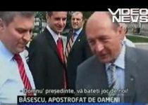 """Traian Băsescu, apostrofat de alegători: """"Să trăiţi la fel de bine ca profesorii!"""" (VIDEO)"""