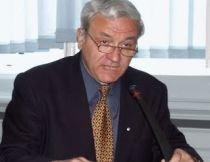 Preşedintele CJ Braşov, Aristotel Căncescu, atacat cu bere de o femeie