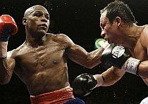 Box: Mayweather revine şi câştigă în faţa lui Marquez