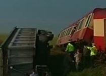 Dâmboviţa. O locomotivă a lovit un camion încărcat cu cărămidă (VIDEO)
