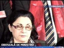 Oboseală de ministru. Ecaterina Andronescu aţipeşte în timpul discursului lui Geoană (VIDEO)