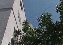 Arad. O fetiţă de 7 ani a supravieţuit după ce a căzut pe beton de la etajul 3 al unui bloc (VIDEO)