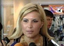 Elena Udrea susţine o declaraţie de presă la sediul Guvernului