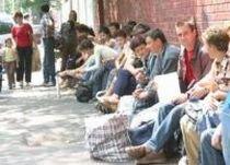 Peste 200.000 de români vor fi şomeri până la primăvară