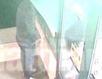 Primele imagini cu falsificatorul de carduri Iustin Covei în timp ce extrăgea bani fraudulos (VIDEO)