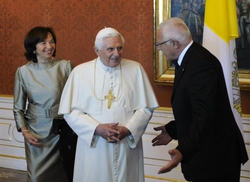Papa Benedict al XVI-lea efectuează o vizită de trei zile în Cehia