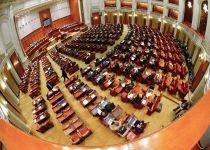 Parlamentarii discută miercuri propunerea preşedintelui privind organizarea unui referendum