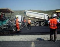 Accident de muncă pe şantierul Autostrăzii Transilvania: Un muncitor a căzut de la 4 metri