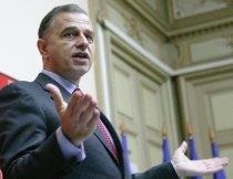 """Geoană: Preşedintele Băsescu """"se mai preface o dată că face consultări cu partidele"""""""