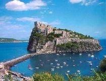 Alunecare de pământ pe o insulă din Italia. O persoană a murit şi 20 sunt rănite