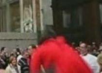 Tânăra care l-a agresat pe Papa Benedict ar putea fi achitată