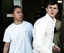 Patru tineri au fost arestaţi, după ce au vrut să intercepteze telefoanele unui senator american (VIDEO)