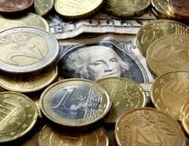 România va adopta moneda europeană în 2015. Criza din Grecia întârzie extinderea zonei euro