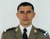 Trupul militarului român ucis în Afganistan, adus în ţară. Funeraliile au loc duminică