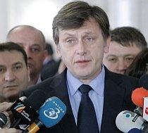 Antonescu: Fiecare zi cu acest Guvern este o pagubă pentru România şi pentru români