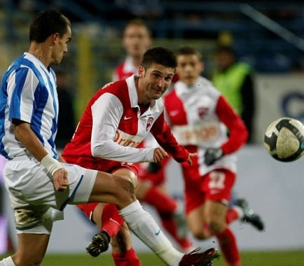 Dinamo câştigă la Curtea de Argeş cu 3-1, după ce Internaţional s-a aflat în avantaj la pauză