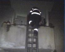 Pompierii sperie o femeie care trebuia salvată (VIDEO)
