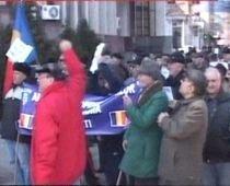 Pensionarii gălăţeni au protestat în faţa prefecturii, nemulţumiţi de pensii (VIDEO)