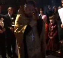 Un preot moldovean întrerupe o nuntă ca să vorbească la mobil (VIDEO)