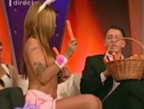 Stiptease şi ronţăit de morcovi în direct (VIDEO) 90