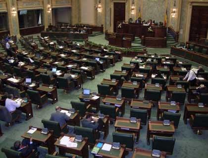Punctul de pensie de 45% din salariul mediu brut, adoptat de senatorii comisiei de muncă