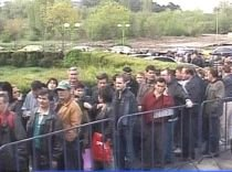 Coadă de sute de oameni la Bursa locurilor de muncă (VIDEO)