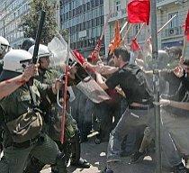 Grecii protestează contra măsurilor de austeritate