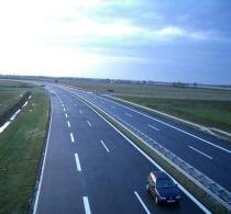 Drumurile şi gestiunea banilor la români: Lucrările de infrastructură înaintează într-o lună cât la alţii în câteva zile