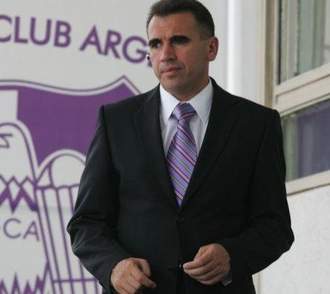 Familia Penescu predă gratis clubul FC Argeş primăriei din Piteşti
