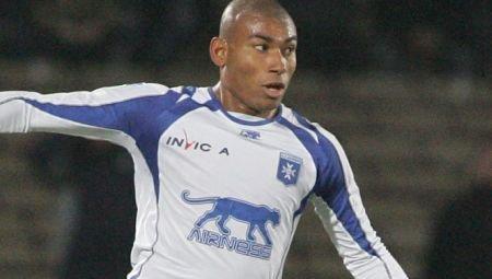 Rapid l-a transferat pe fundaşul brazilian Marcos Antonio