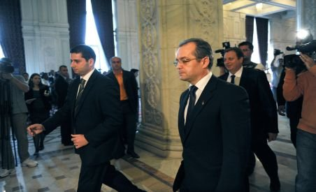 Nouă întrunire a lui Boc cu parlamentarii PDL cu o zi înainte de votul pe moţiunea de cenzură