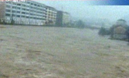 China. 90 de oameni au murit şi pagube de un miliard de dolari din cauza inundaţiilor (VIDEO)