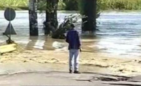 Drama locuitorilor din Moldova ar fi putut fi evitată. Guvernul Boc a abandonat programul de prevenire a efectelor inundaţiilor (VIDEO)
