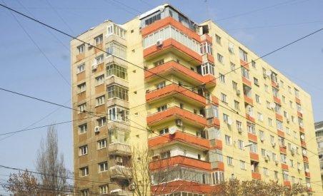 Un băieţel de patru ani a supravieţuit, după ce a căzut de la etajul şase al unui bloc