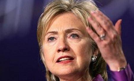 """Clinton: """"O  menghină de oţel""""  striveşte libertăţile civil"""