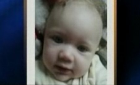 Fetiţă de cinci luni, răpită din casa părinţilor adoptivi (VIDEO)