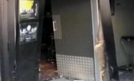 Un român beat a intrat cu maşina într-o discotecă din Franţa (VIDEO)