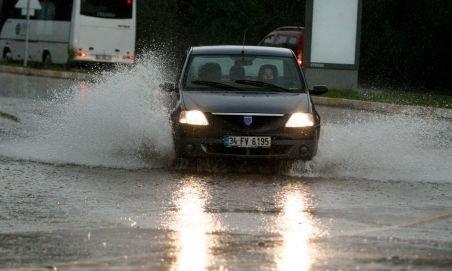 Inundaţii la Constanţa după o ploaie torenţială (VIDEO)