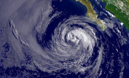 Mexic. 15 morţi şi 40.000 de sinistraţi, în urma furtunii tropicale Alex