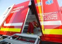O femeie şi doi copii au ajuns la spital după ce şoferul unui autocar a lovit o Dacie
