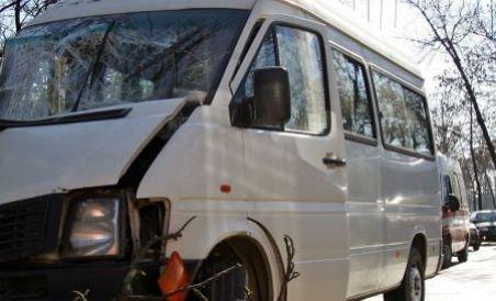 Un mort şi patru răniţi, după ce un microbuz românesc s-a ciocnit cu un camion, în Ungaria