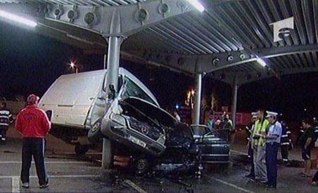 Doi oameni au fost răniţi în urma unui accident spectaculos, în capitală (VIDEO)