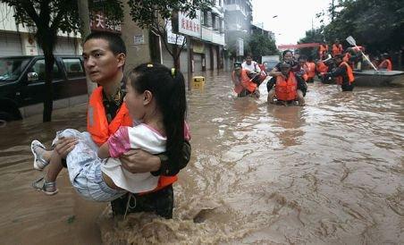 China. Peste 700 de morţi în urma inundaţiilor