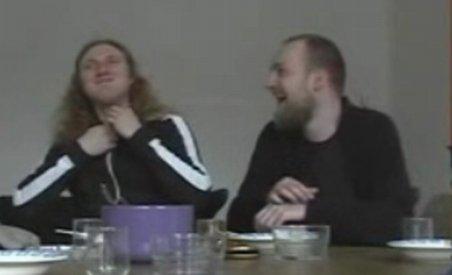 """Cum îşi prezintă noul album doi rockeri """"înrăiţi"""" (VIDEO)"""